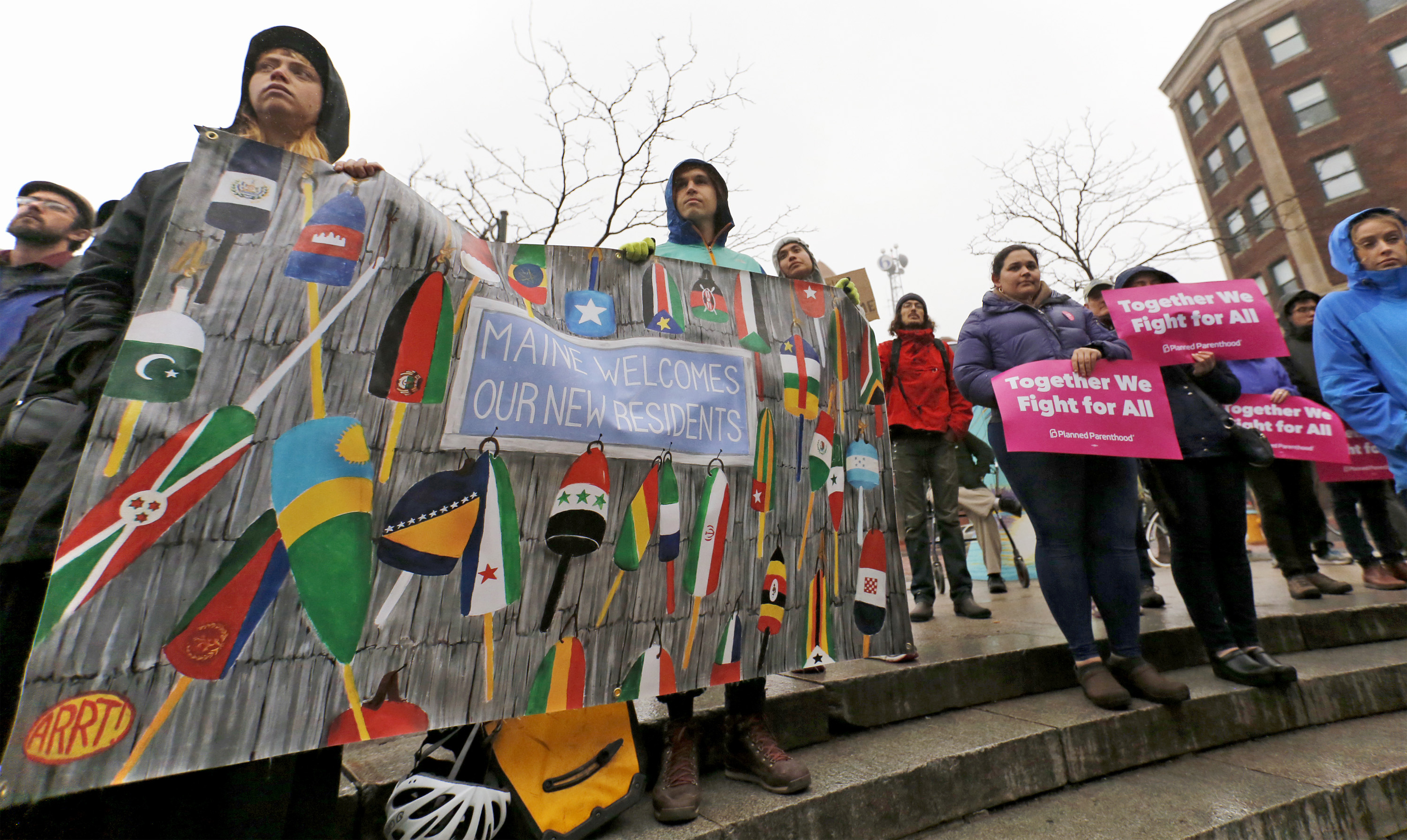 Hundreds support immigrant community at rally