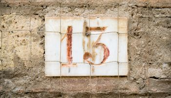 House number sign '13'