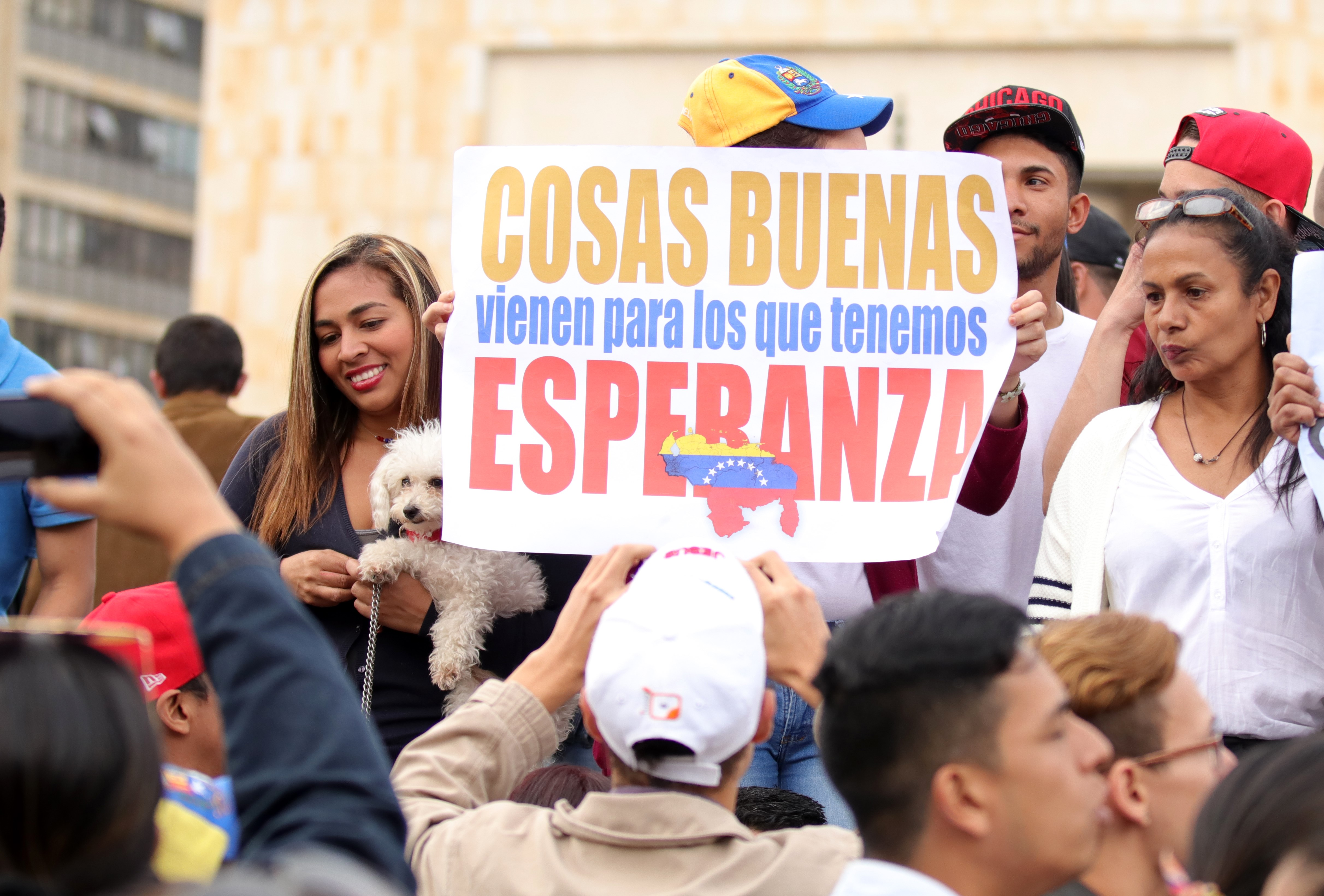 Venezuelans vote in symbolic referendum in Bogota
