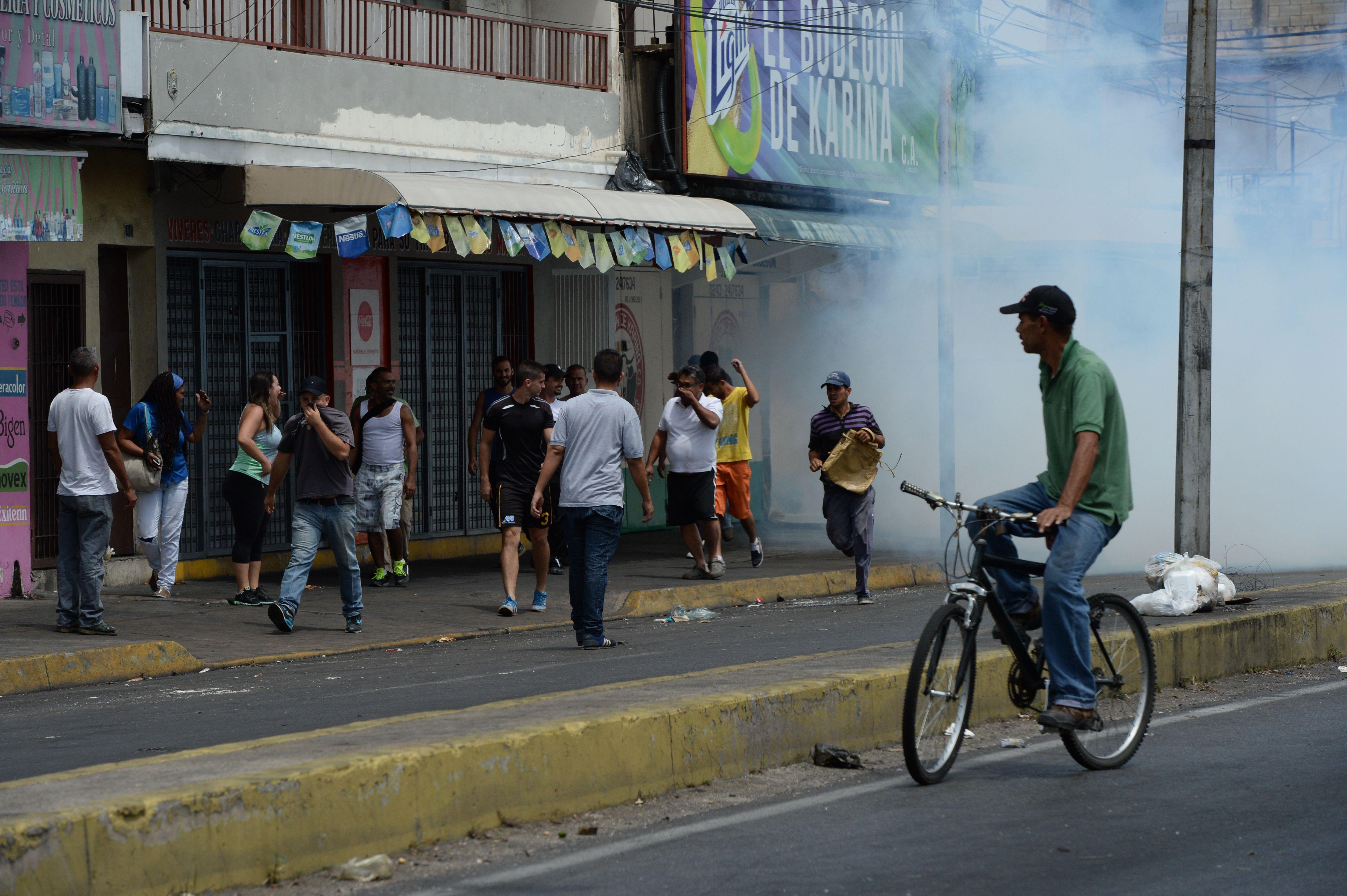 VENEZUELA-CRISIS-LOOTING