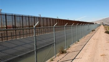 Three lines of deterrent_Border fence