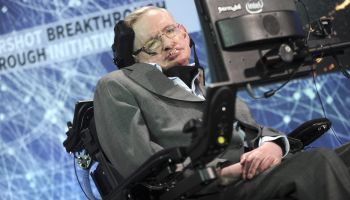 Stephen Hawking announces new 'Breakthrough Starshot' space exploration initiative