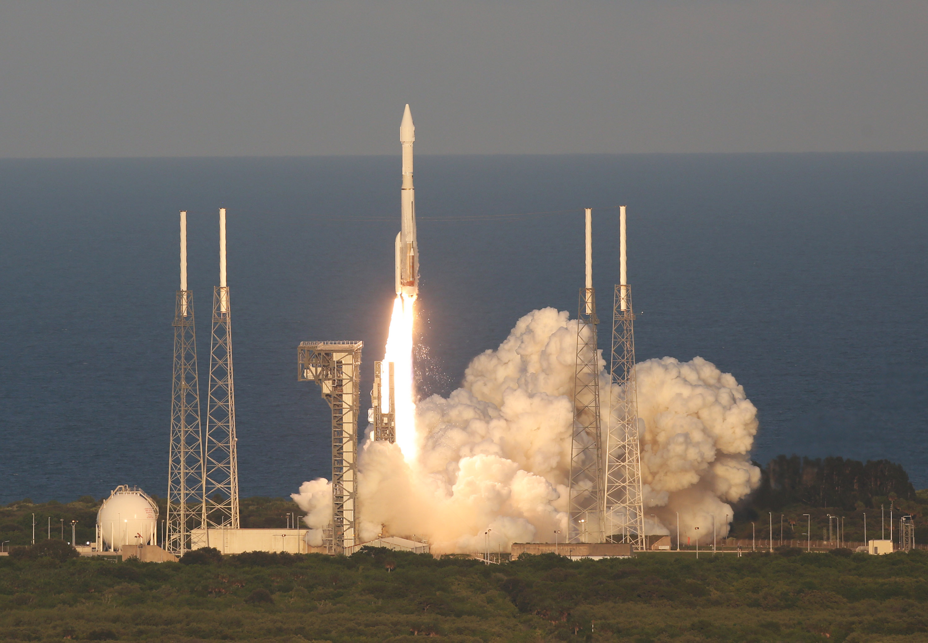 Spacecraft launches en route to asteroid