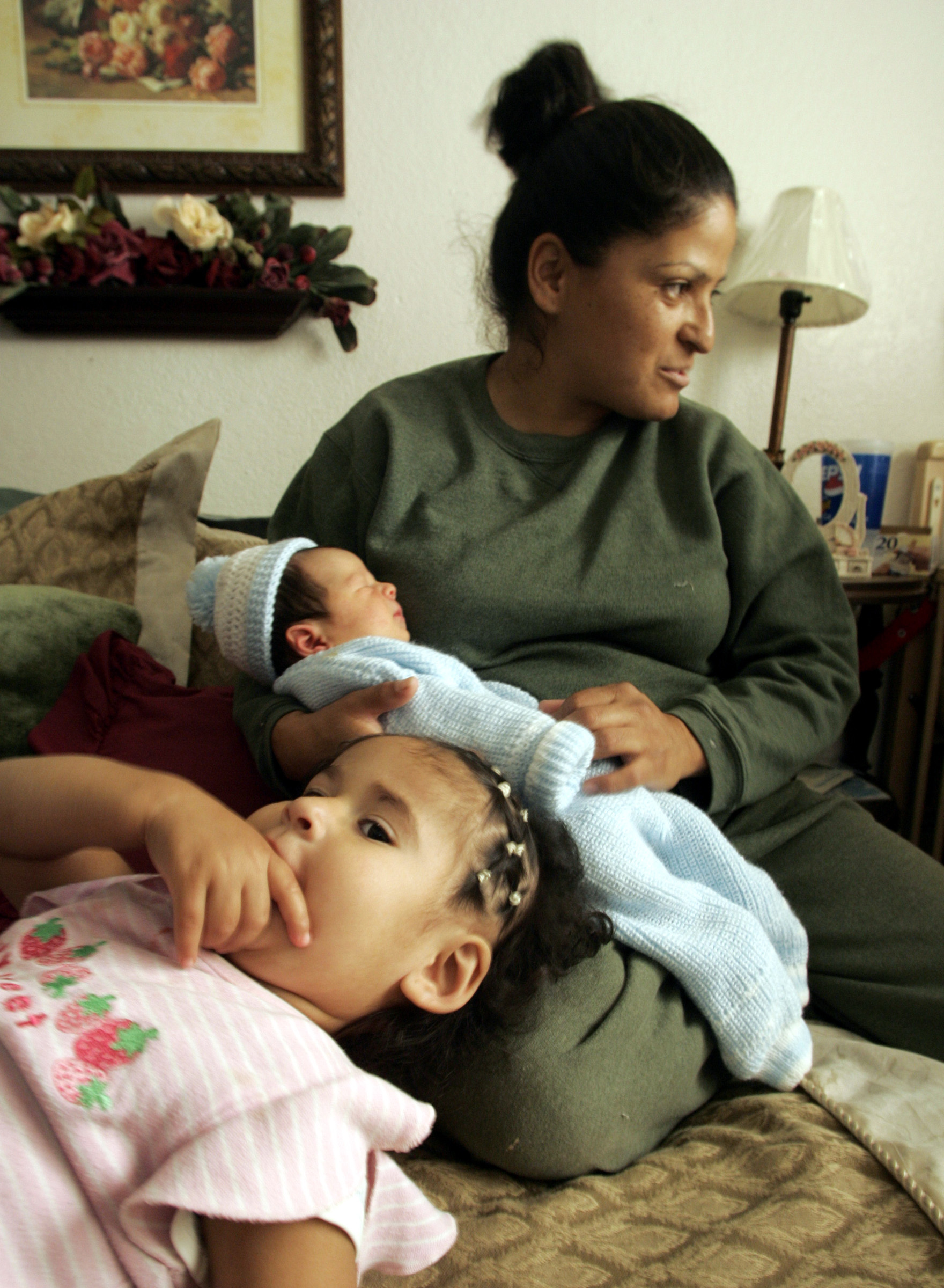 (Phoenix,AZ)–Virgilia Garcia gave birth to her daughter Nareda,1, (foreground) and her son Brando (i