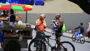 Cyclists having fresh fruit salad
