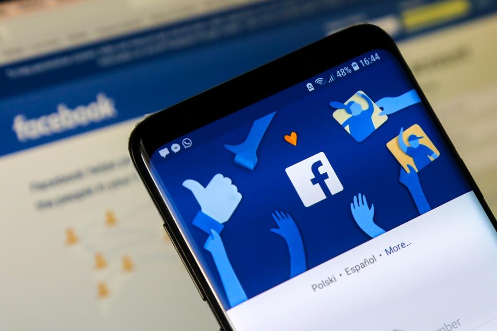 Facebook faces £1bn fine