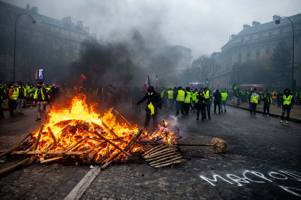Yellow Vests protest turns violent for a third weekend on the Champs Élysées